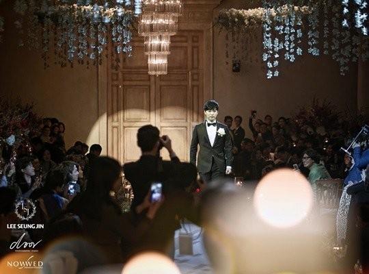 Sungmin and Kim Sa Eun se casam